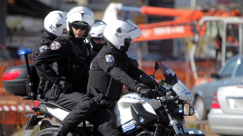 Επίθεση σε αστυνομικούς της ομάδας ΔΙΑΣ στη Βούλα - Τρεις τραυματίες
