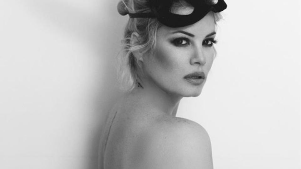 """Η Μαρία Κορινθίου ευχήθηκε για τη Μεγάλη Εβδομάδα με """"προκλητική"""" φωτογραφία στο Instagram (ΦΩΤΟ)"""