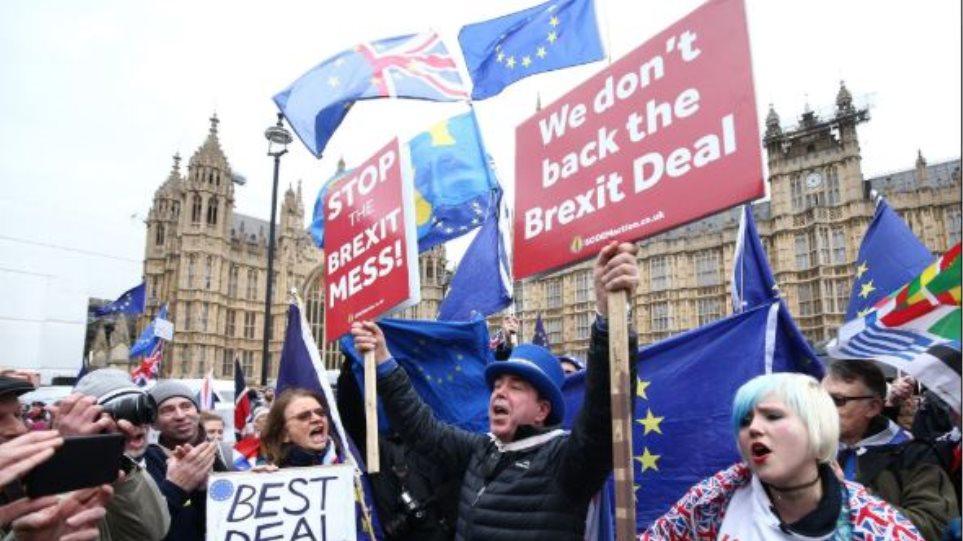 Βρετανία: Θέλει «Brexit» πριν αναλάβει το νέο ευρωπαϊκό κοινοβούλιο τον Ιούλιο