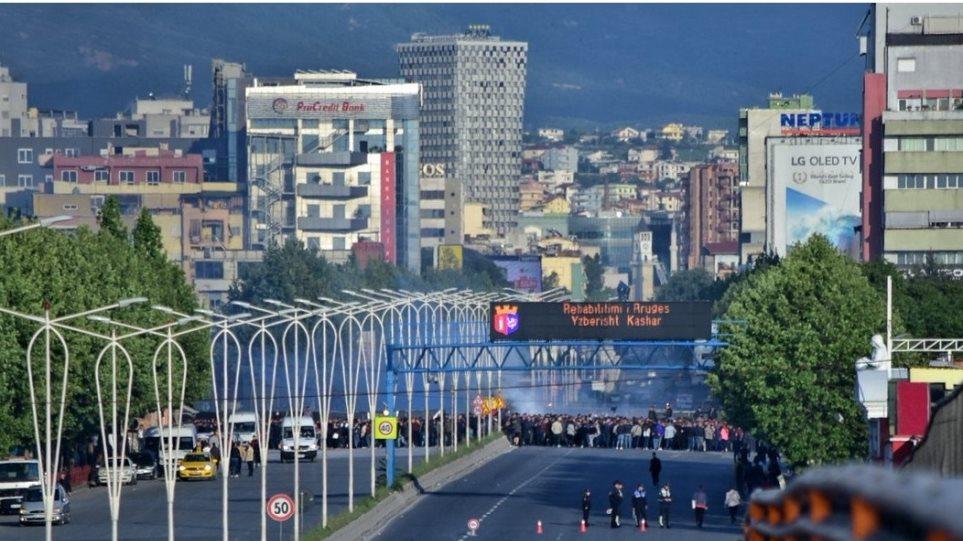 Αλβανία: Νέες κινητοποιήσεις της αντιπολίτευσης - Απέκλεισαν εθνικούς δρόμους σε 12 πόλεις