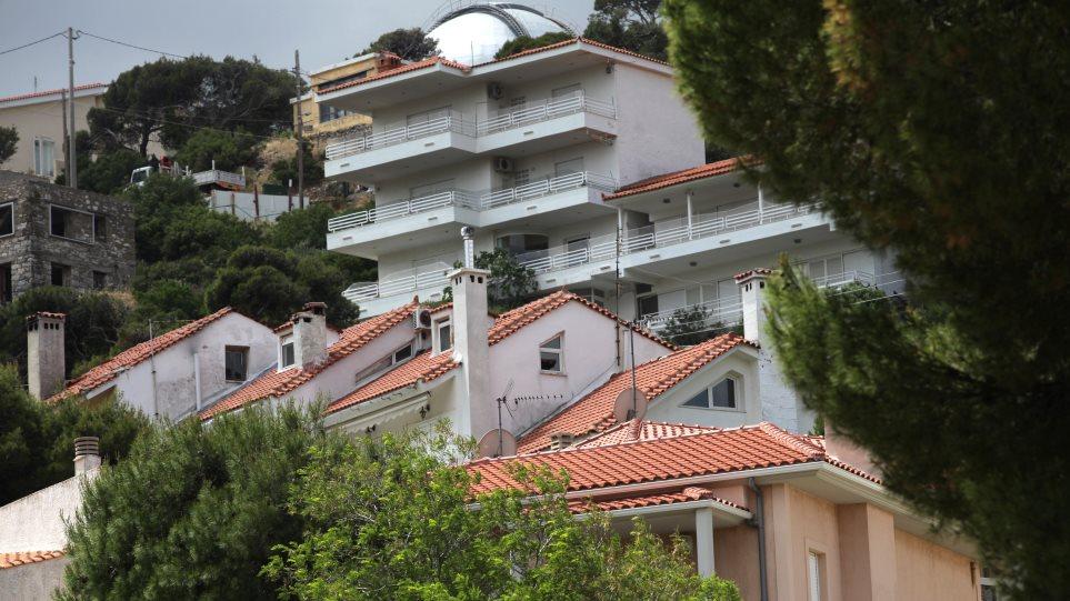 Bloomberg: Οι Έλληνες δεν βλέπουν καμία ανάκαμψη - Χάνουν σπίτια από τα χρέη