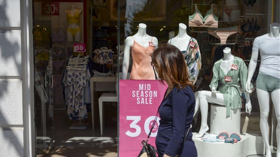 Ενδιάμεσες εκπτώσεις: Ανοιχτά σήμερα τα καταστήματα