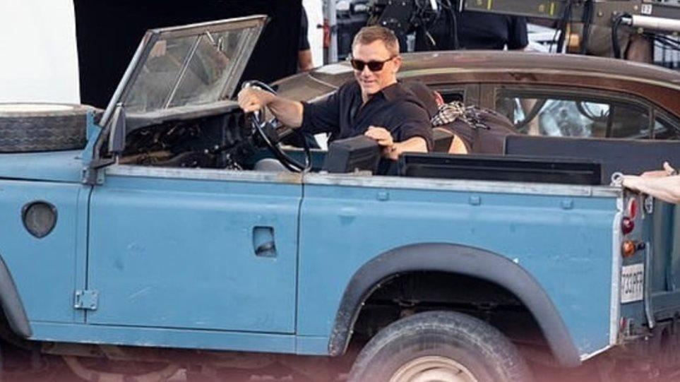 James_Bond_Land_Rover_Defender_Series_III__3_-chariatis-1000a