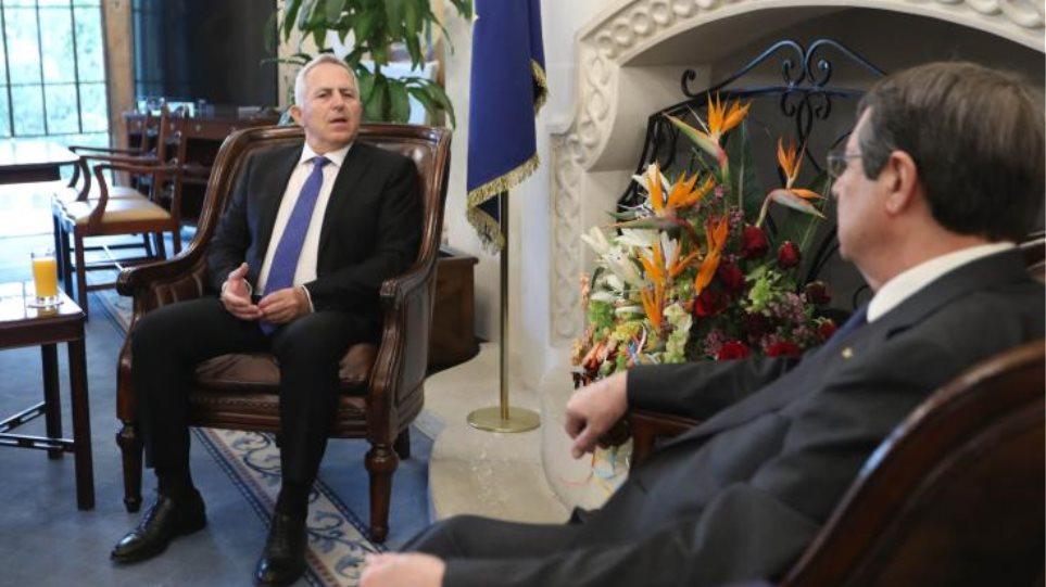 Συνάντηση Αναστασιάδη - Αποστολάκη για την κυπριακή ΑΟΖ