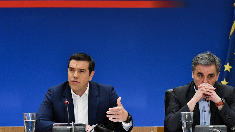 Μισή σύνταξη, μείωση ΦΠΑ και υποσχέσεις ύψους €7 δισ. το προεκλογικό πακέτο Τσίπρα