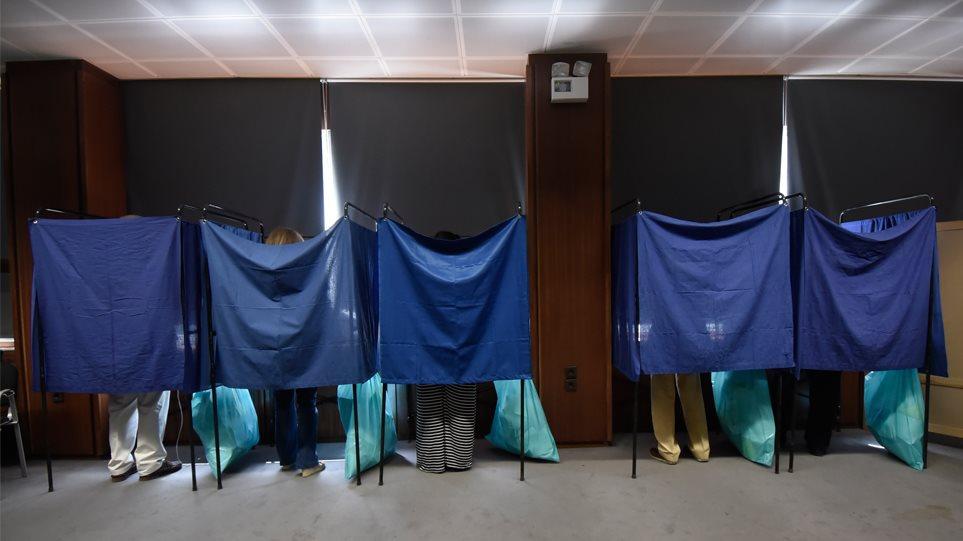 Παγιωμένη η διαφορά ΝΔ – ΣΥΡΙΖΑ σε δύο νέες δημοσκοπήσεις για τις ευρωεκλογές