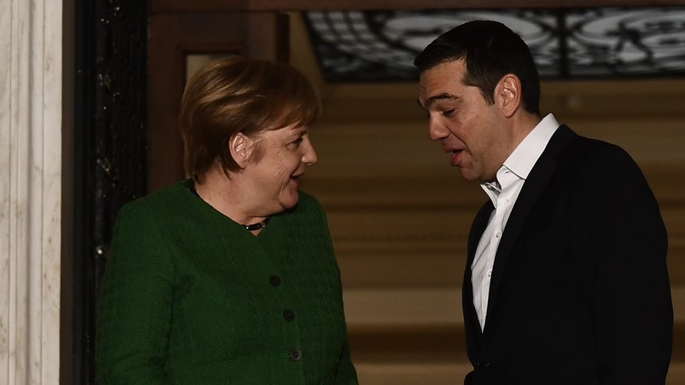Bloomberg: Η Ελλάδα κινδυνεύει με κυρώσεις για τη μείωση του πρωτογενούς πλεονάσματος από τον Τσίπρα