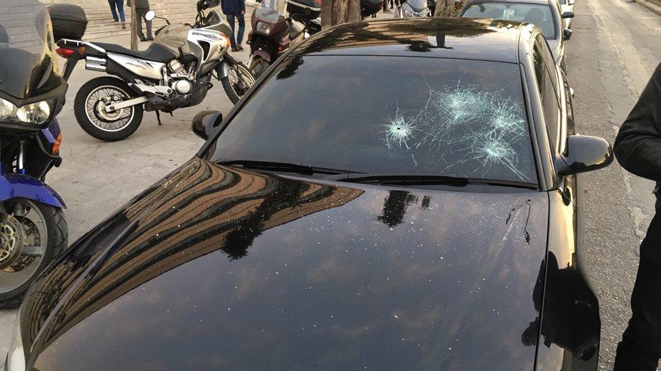 Επίθεση κουκουλοφόρων σε εκδηλώσεις της ΝΔ στην Αθήνα - Θεσσαλονίκη