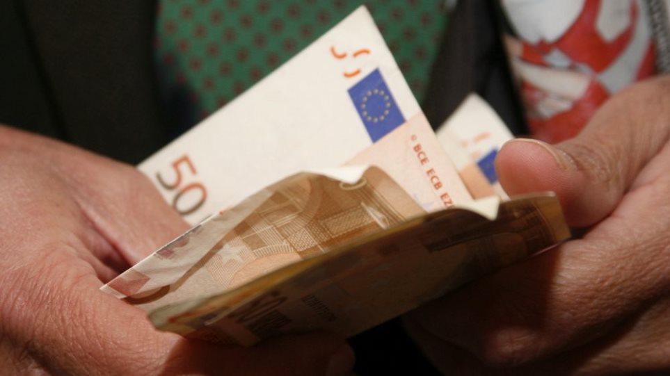 Τετραπλασιάστηκαν οι εργαζόμενοι των 250 ευρώ τα χρόνια της κρίσης – Κατά 28% έπεσαν οι μέσοι μισθοί