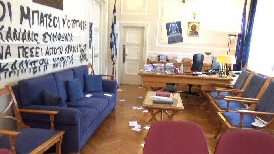 ΔΕΝ ΥΠΑΡΧΕΙ ΣΩΤΗΡΙΑ! ΑΣΟΕΕ: Βάνδαλοι εισέβαλαν στο γραφείο του πρύτανη