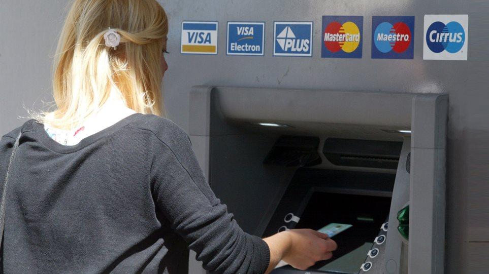 Προμήθειες-«φωτιά» από τον Ιούλιο για αναλήψεις από τα ΑΤΜ άλλων τραπεζών