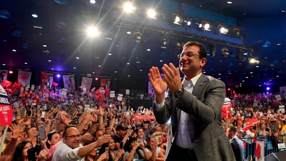 Κωνσταντινούπολη: Μπροστά στις δημοσκοπήσεις ο Ιμάμογλου ενόψει των επαναληπτικών εκλογών