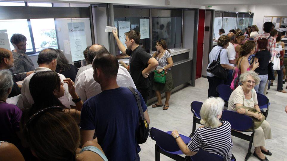 Χρέη έως €500 βαραίνουν 2,1 εκατ. οφειλέτες που αδυνατούν να ξεχρεώσουν