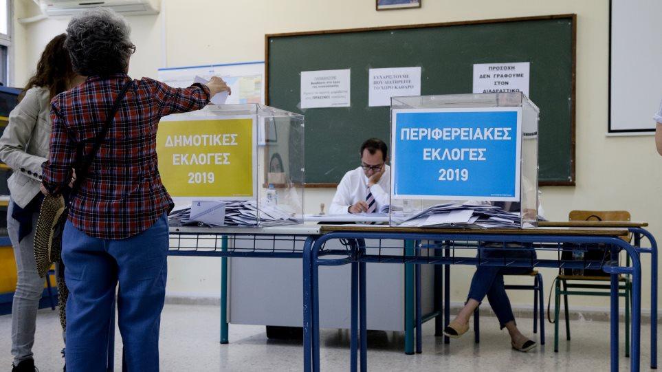 Reuters: O β΄γύρος των αυτοδιοικητικών εκλογών θα παγιώσει τα κέρδη της ΝΔ ενόψει των πρόωρων εκλογών