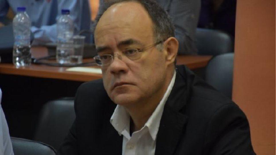 Χίος: Ιερέας πέταξε κέρματα σε βουλευτή του ΣΥΡΙΖΑ