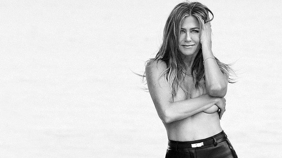 Η Τζένιφερ Άνιστον δηλώνει: «Γιατί να ντρέπομαι να ποζάρω γυμνή στα 50 μου»; (VIDEO)