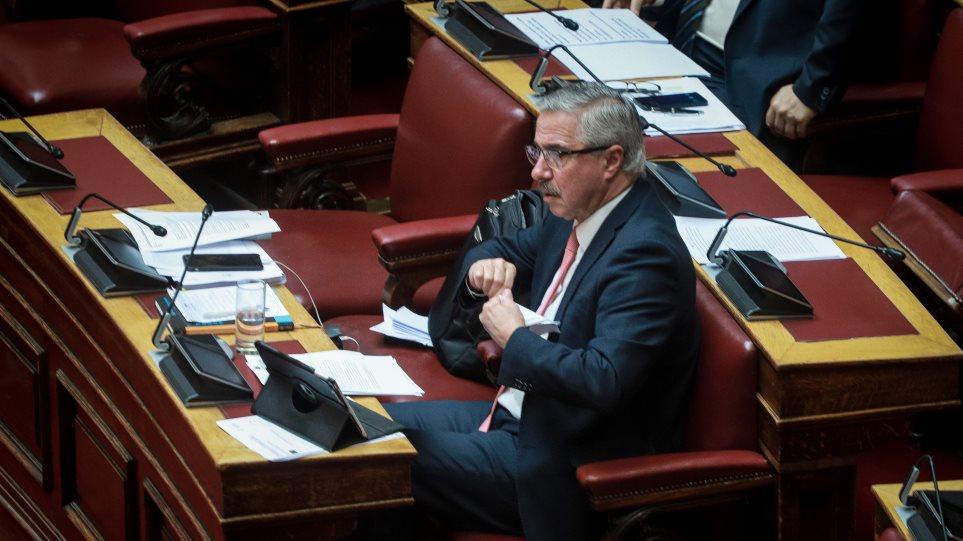 Μανιάτης: Με σκανδαλώδη τροπολογία καλύπτουν την απώλεια €350 εκατ. για την ηλεκτρική διασύνδεση Κρήτης-Αττικής
