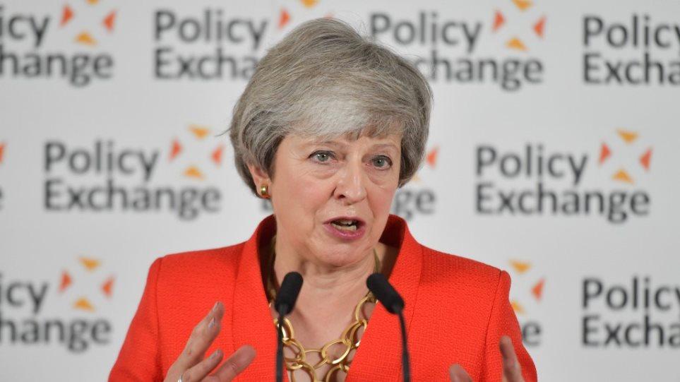 Τέλος εποχής για τη Μέι - Η Βρετανία αποχαιρετά την πρωθυπουργό που «έκανε ό,τι μπορούσε»