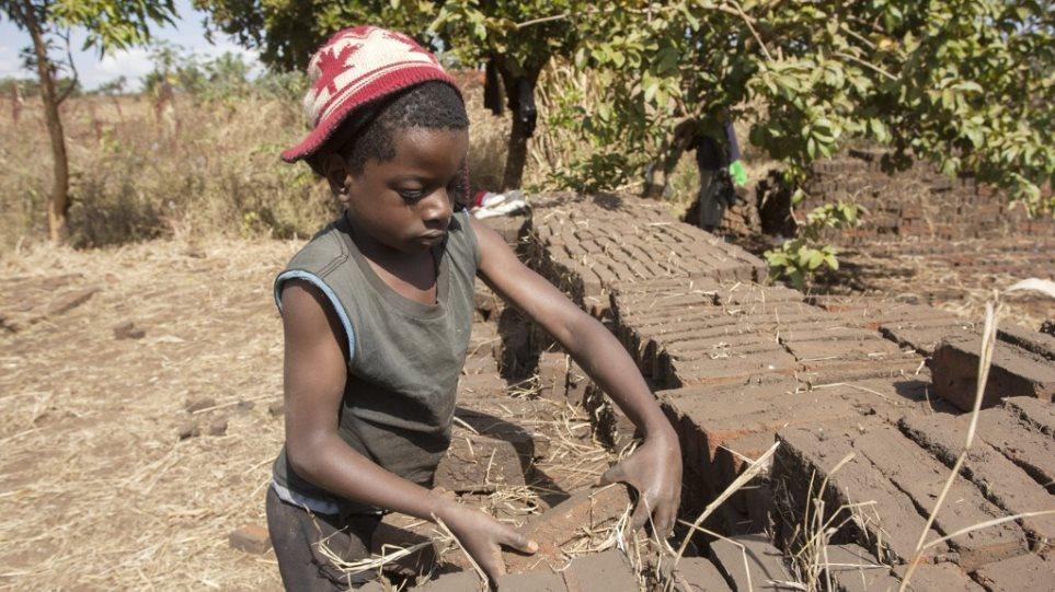 Στοιχεία σοκ για την παιδική εργασία: Το 10% του παγκόσμιου πληθυσμού παιδιών κάτω των 14 ετών εργάζεται!