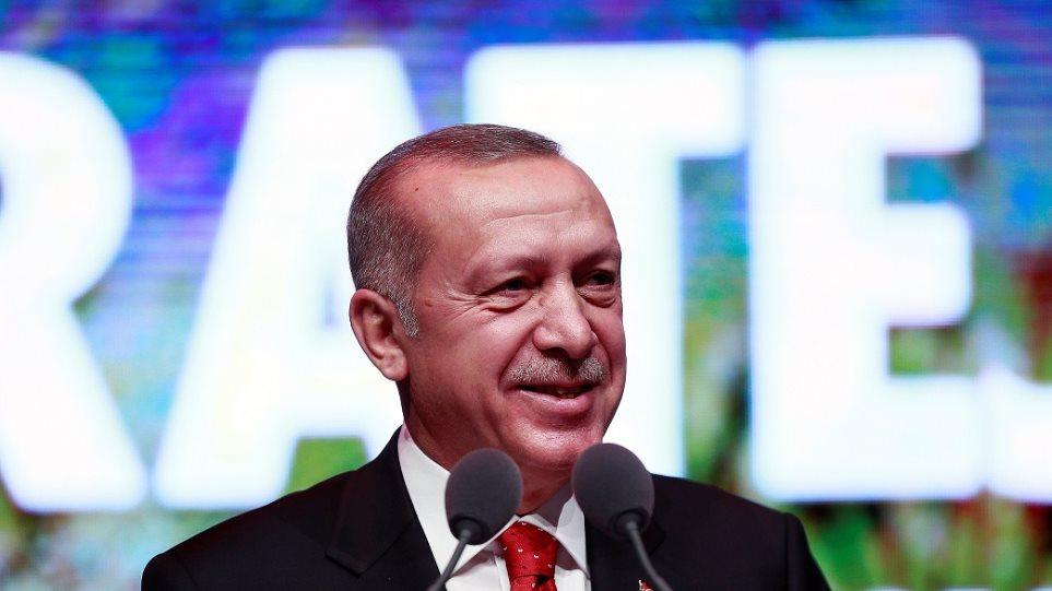 """Ο Ερντογάν δηλώνει: """"Τον άλλο μήνα θα παραλάβουμε τους S-400"""""""