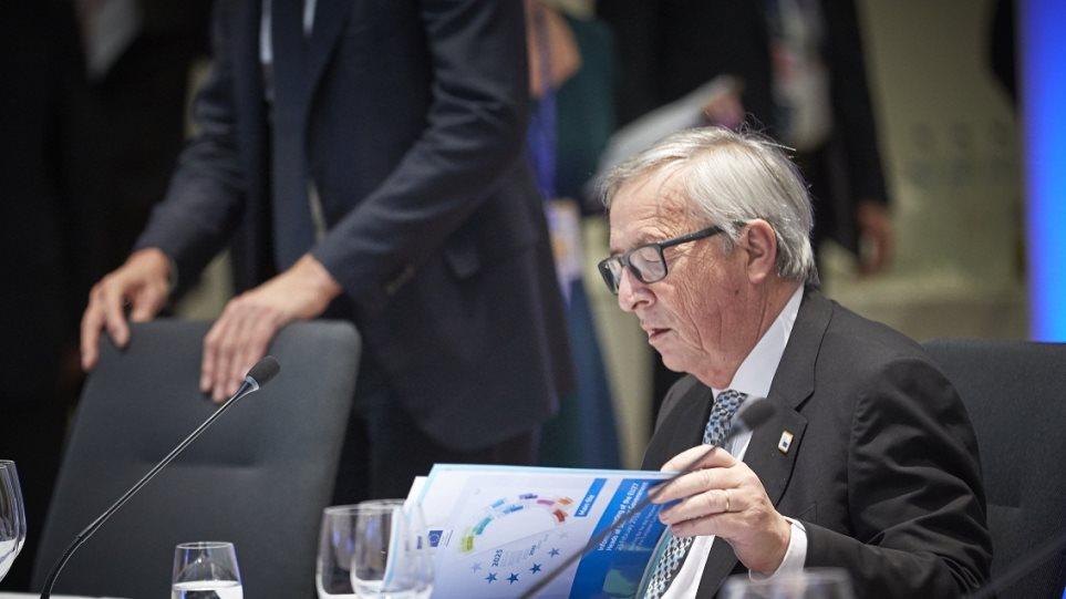 Κομισιόν: Παραμένει πιθανό το Brexit χωρίς συμφωνία