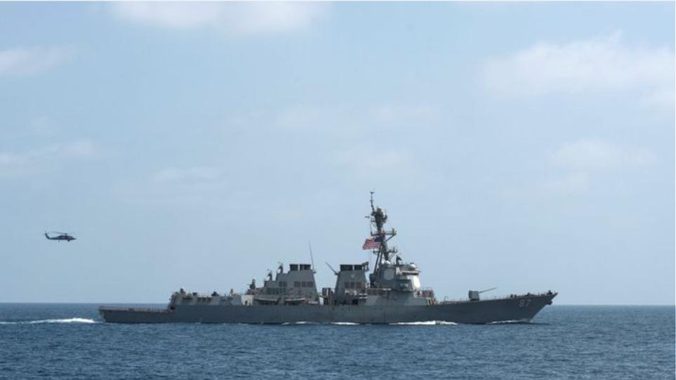 Οι ΗΠΑ στέλνουν αντιτορπιλικό στον Κόλπο του Ομάν