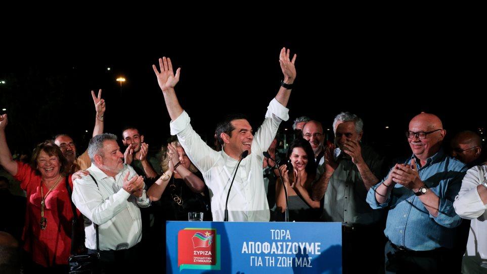 Αλέξης Τσίπρας: Ενέσεις ηθικού σε στελέχη και εκλογική βάση με το φόβο της κατάρρευσης