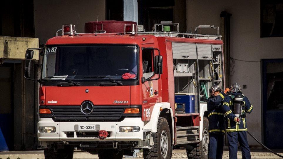 Πυρκαγιά σε βιομηχανία με σκραπ στο Βόλο – Προειδοποίηση για τις ευπαθείς ομάδες
