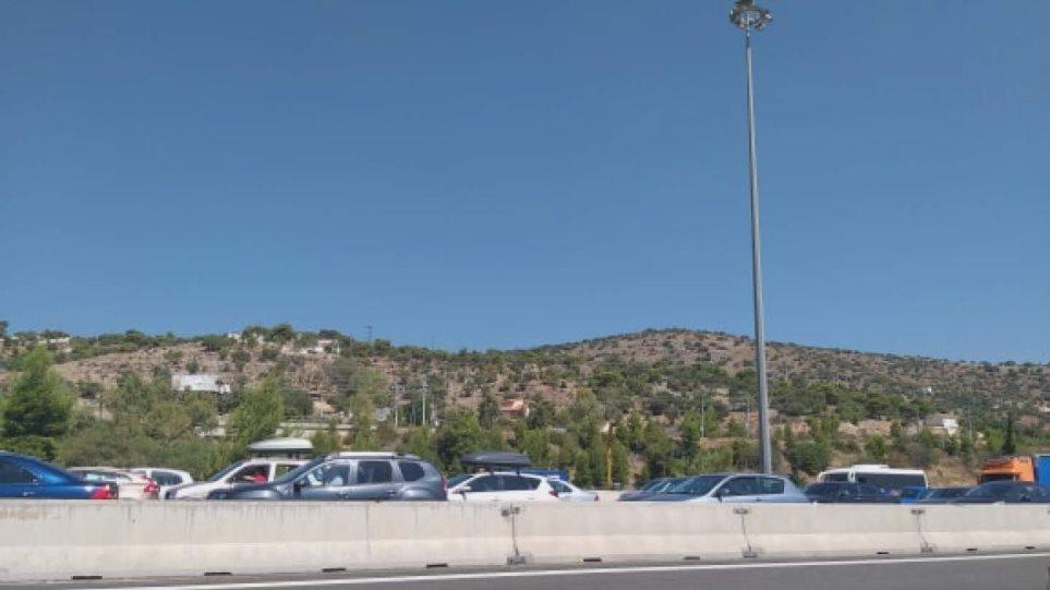 Κίνηση τώρα: Απίστευτο μποτιλιάρισμα από τα διόδια της Ελευσίνας προς Κόρινθο
