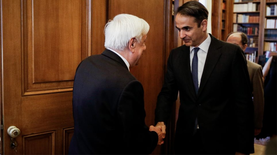 Ο Παυλόπουλος έδωσε εντολή σχηματισμού κυβέρνησης στον Μητσοτάκη