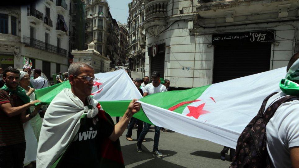Γαλλία: Αλγερινός έπεσε πάνω σε οικογένεια με το αυτοκίνητό του - Νεκρή η μητέρα