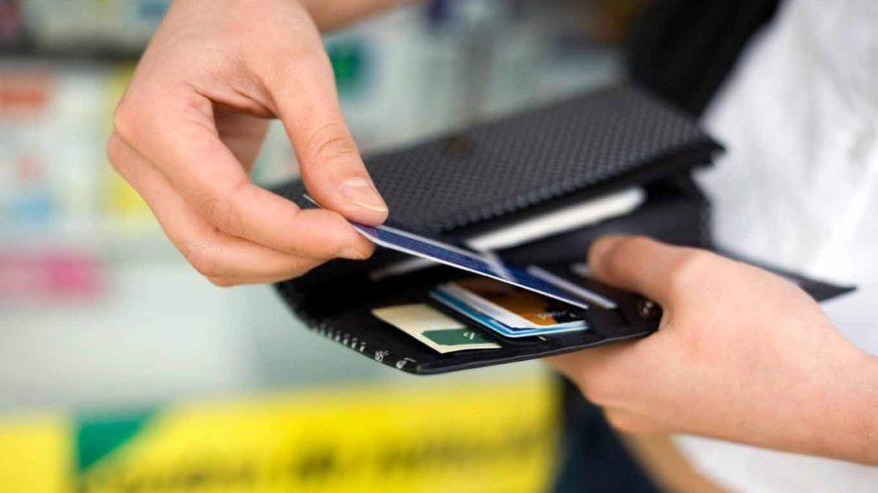 Εφορία: Απίστευτη παγίδα με κάρτες και δάνεια - Αυξάνουν την εισφορά αλληλεγγύης