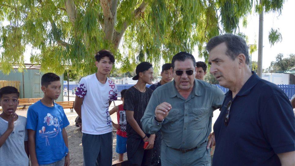 Χρυσοχοΐδης: Αποκόμισα θετική εντύπωση για τη διαχείριση του προσφυγικού στη Μυτιλήνη