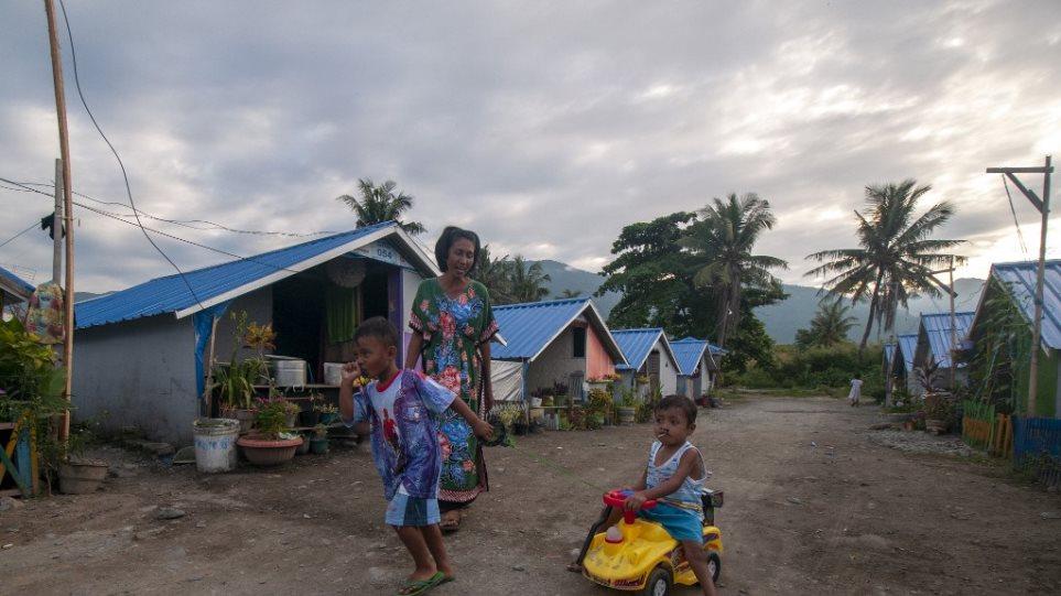 Σεισμός 7,3 βαθμών «χτύπησε» την Ινδονησία