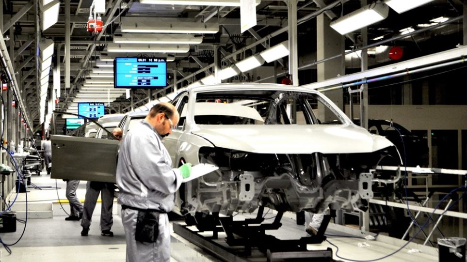 vw-plant-Chattanooga-workers-e1496050044631-chariatis-1000a