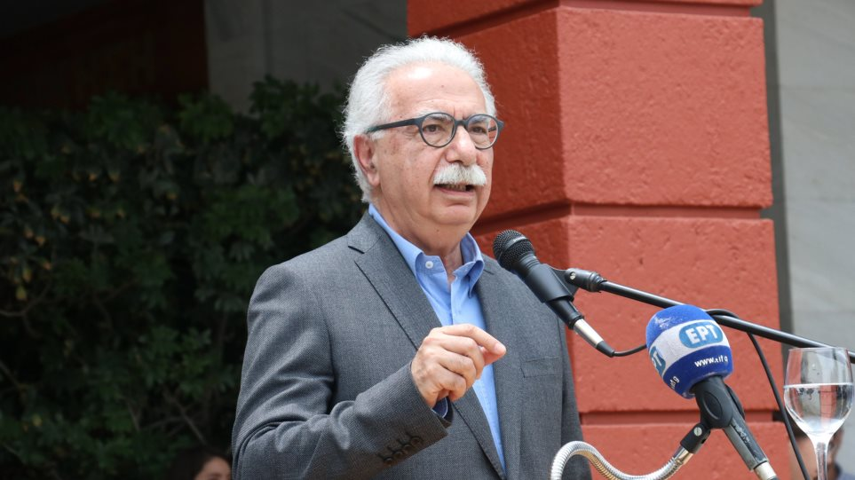 Ο Γαβρόγλου μοίρασε άδειες έως και 50 ημέρες σε «ημέτερους» δύο ημέρες πριν τις εκλογές