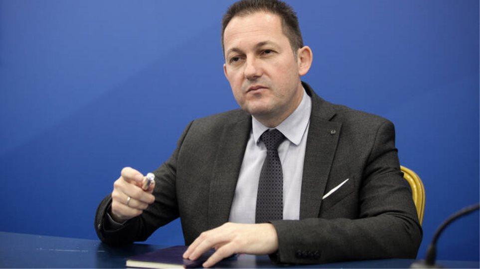 Πέτσας: Δεν τίθεται ζήτημα άρσης της μονιμότητας στο Δημόσιο
