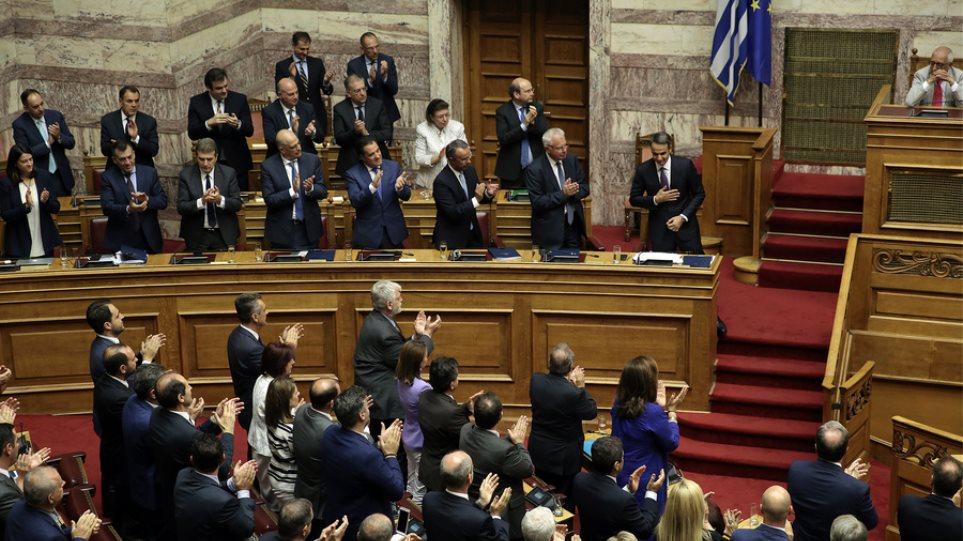 Ψήφο εμπιστοσύνης με 158 «ΝΑΙ» έλαβε η κυβέρνηση Μητσοτάκη στη Βουλή