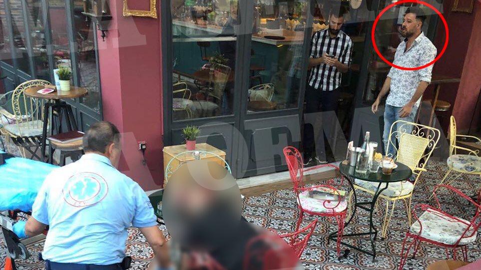 Δολοφονία στο Περιστέρι: Ο Μάνος Παπαγιάννης στην καφετέριά του, λίγο μετά το έγκλημα