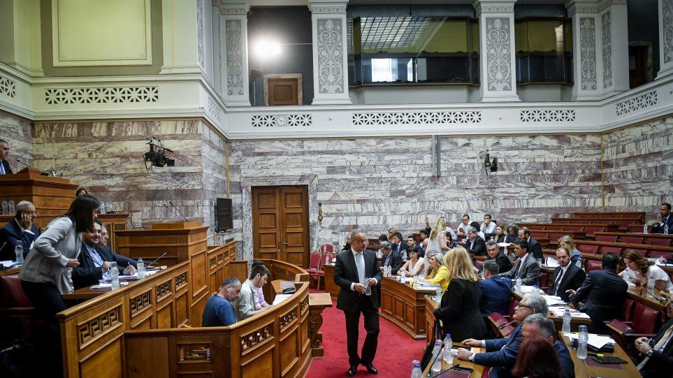 Ανεβαίνει τo θερμόμετρο στη Βουλή για άσυλο, τοπική αυτοδιοίκηση και επιτροπή ανταγωνισμού