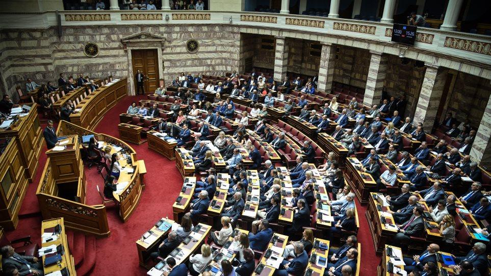 Εκλογικός νόμος, ψήφος αποδήμων, ανάπλαση Εξαρχείων ανεβάζουν το πολιτικό «θερμόμετρο»