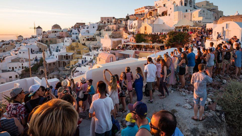 Αφίξεις τουριστών: Σε Μύκονο και Σαντορίνη η μεγαλύτερη αύξηση