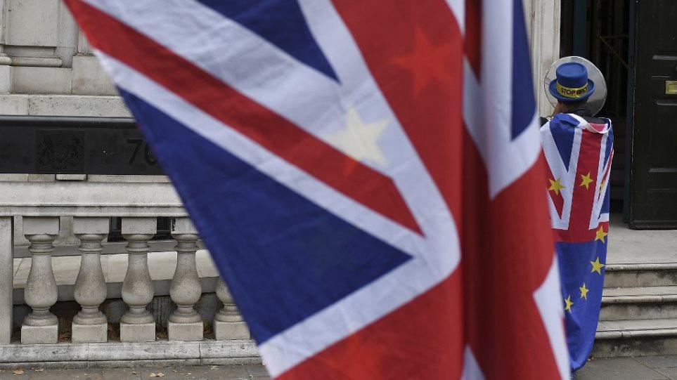 Το Λονδίνο προειδοποιεί: Τέλος στην ελεύθερη κυκλοφορία πολιτών στη Βρετανία στις 31 Οκτωβρίου