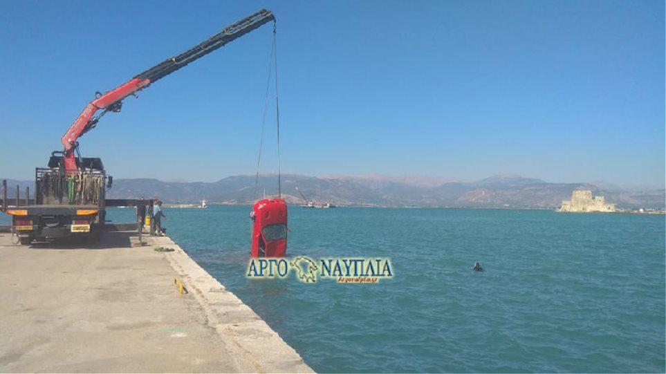 Ναύπλιο: Αυτοκίνητο έπεσε στη θάλασσα