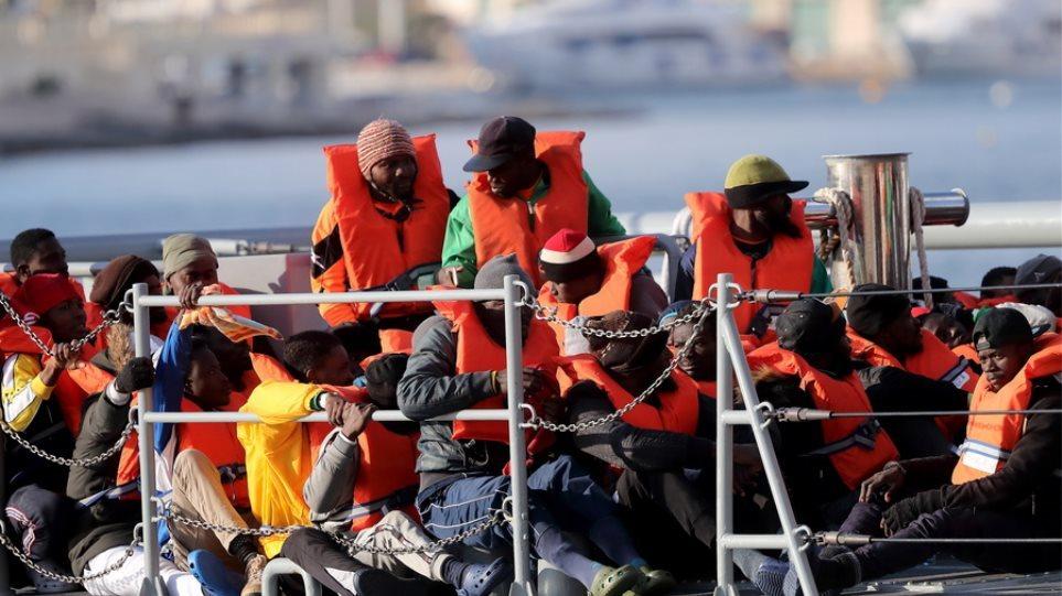 Αποβιβάστηκαν στη Μάλτα οι 356 μετανάστες του Open Viking