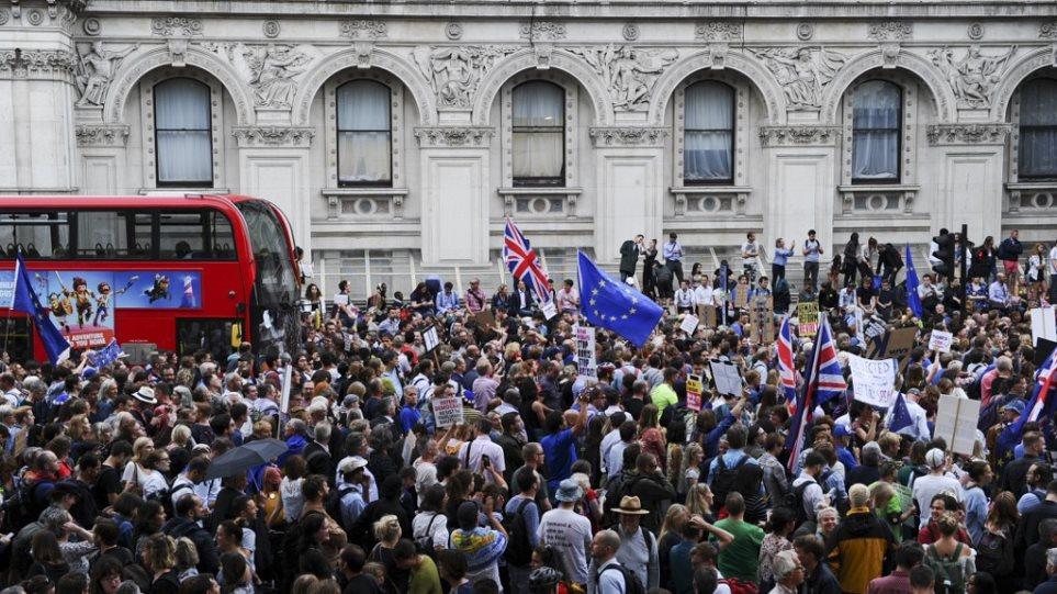 Brexit: Χιλιάδες πολίτες σήμερα στους δρόμους κατά της αναστολής λειτουργίας της βουλής