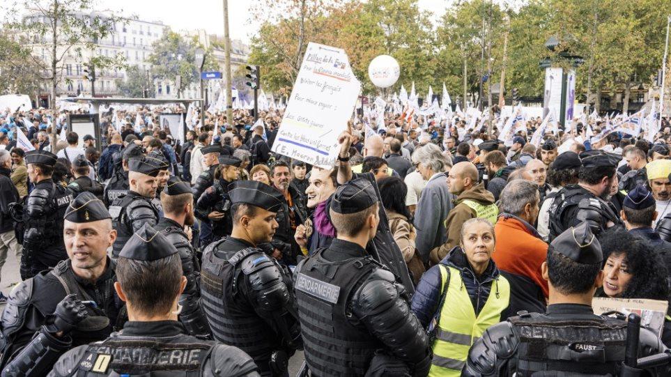 Γαλλία: Πορεία «οργής» αστυνομικών για τις 52 αυτοκτονίες συναδέλφων τους