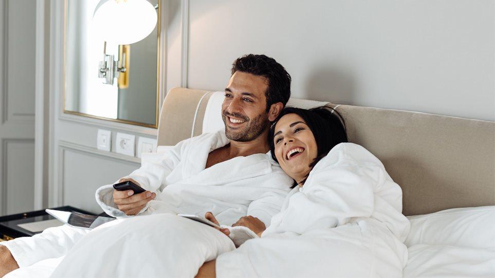 Ιστορική απόφαση στη Σαουδική Αραβία: Άνδρες και γυναίκες θα μπορούν να μένουν στο ίδιο δωμάτιο ξενοδοχείου!