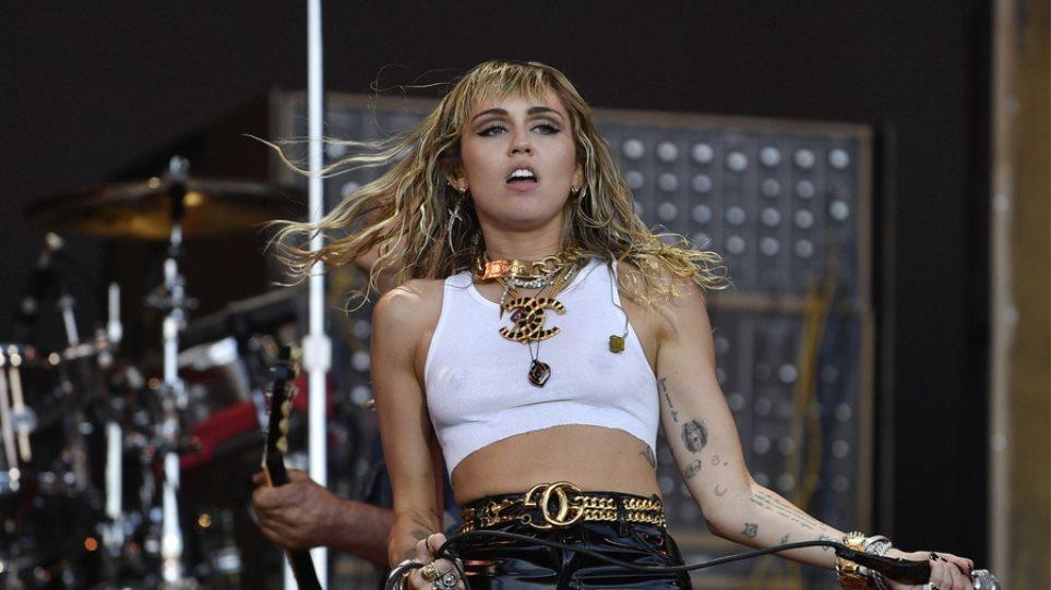 """Η Miley Cyrus ξεσπά: """"Μην με λέτε πια... τσ@@λα!"""""""