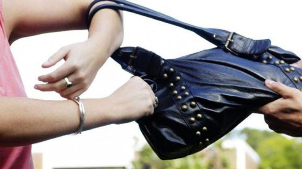 Έκλεβαν και τσάντες οι «κυνηγοί» χαλκού στην Κέρκυρα